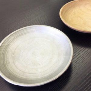 【J&Sさま】木皿を元に、鉄皿を製作しました。旋盤で削った跡が残っており、高度な製法で作っていただいたことに満足しています。予想以上の出来上がりです!<25×150×150mm/鉄/表面処理なし/原型入稿>